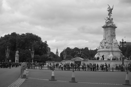 A view of the mall with Big Ben and other monuments.